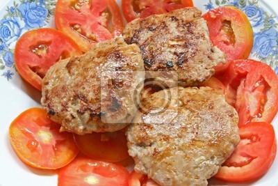 Schweinefleisch Hamburger mit Zwiebel auf Geschnitten und frische rote Tomate