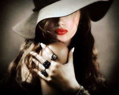 Poster Sexy junge hübsche Frau mit roten Lippen, Vintage-Schmuck Kuss