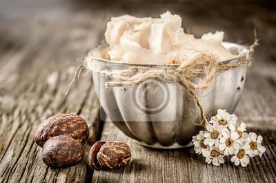 Shea-Butter und Nüsse