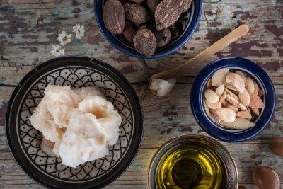 Shea-Nüsse Anbutter und Arganöl und Samen