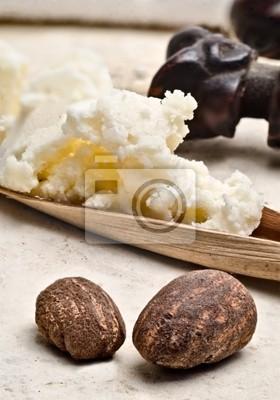 Shea-Nüsse und Butter