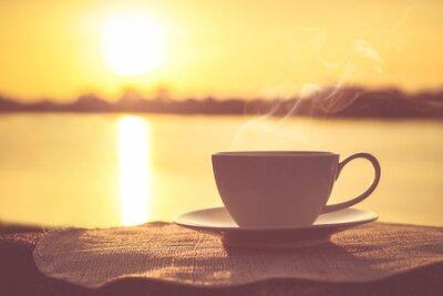 Poster Silhouetten von Sonnenaufgang Morgen Kaffee mit einer Notiz und einem Stift