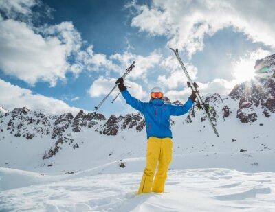 Poster Skifahrer in hohen Bergen