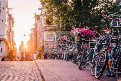 Poster Sonnenuntergang auf den Straßen und Kanälen von Amsterdam