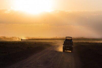 Poster Sonnenuntergang in afrikanischen Savanne, Silhouetten von Safari Auto und Tiere, Afrika, Kenia, Amboseli Nationalpark