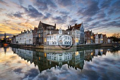 Sonnenuntergang in der historischen Altstadt von Brügge, Belgien