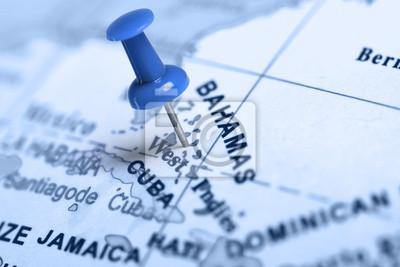 Standort Bahamas. Auf der Karte blau Pin.