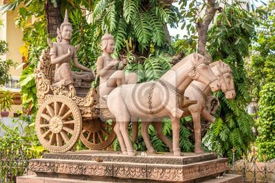 Statue in Phnom Penh