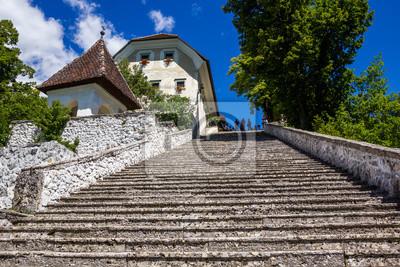 Steile Treppe auf steinigen Insel Bled, Bled See, Slowenien.