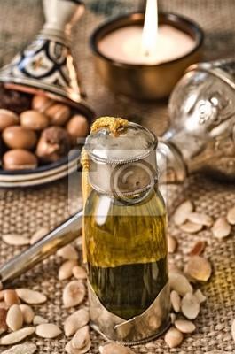 Stilleben von Arganöl mit Früchten