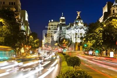 Straße-Verkehr in der Nacht Madrid, Spanien