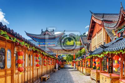 Poster Straße verziert mit traditionellen chinesischen roten Laternen, Lijiang
