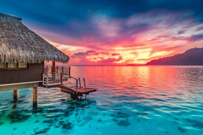 Poster Stunning colorful sunset sky with clouds on the horizon of the South Pacific Ocean. Lagoon landscape in Moorea. Luxury travel.