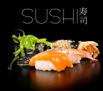 Poster Sushi-Set auf schwarzem Hintergrund