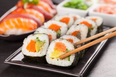 Poster Sushi-Stück mit Stäbchen