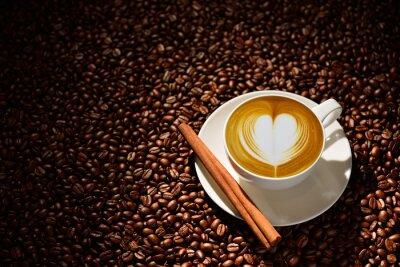 Poster Tasse latte Kunst, Kaffee und Kaffeebohnen