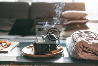 Poster Tee mit Dampf im Zimmer im Morgensonne