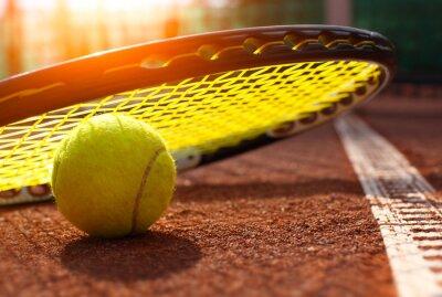 Poster Tennisball auf einem Tennisplatz