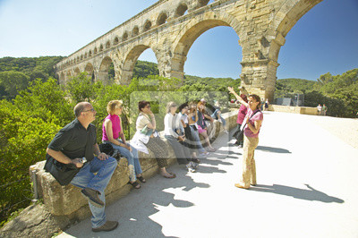 Poster Touristen auf dem Pont du Gard, Nîmes, Frankreich