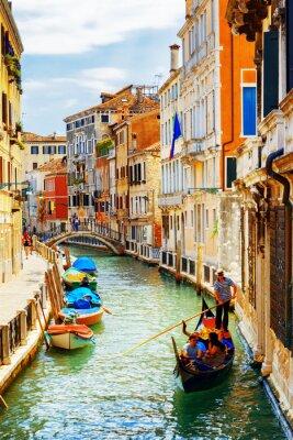 Poster Touristen reisen in Gondel, Rio-Marin-Kanal, Venedig, Italien