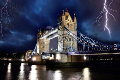 Tower Bridge in Sturm, London, UK