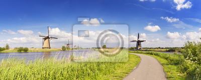 Poster Traditionelle niederländische Windmühlen an einem sonnigen Tag im Kinderdijk