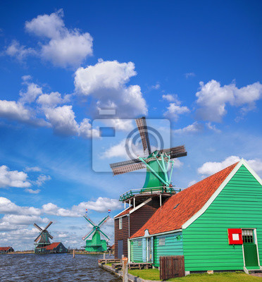 Traditionelle niederländische Windmühlen mit Kanal in der Nähe der Amsterdam, Holland
