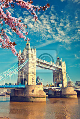 Turmbrücke im Frühling, London