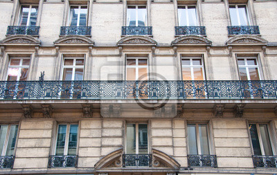 """Typische """"Haussmann""""-Gebäude in Paris."""