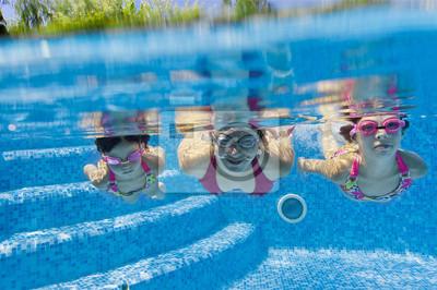Unterwasser Familie im Schwimmbad