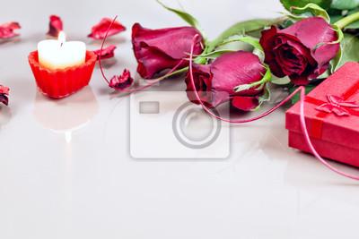 Valentinstag Rote Rosen Mit Geschenk Box Und Kerze Wandposter