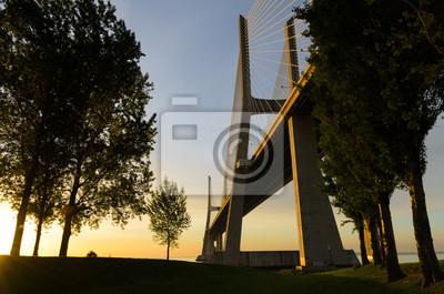Vasco da Gama-Brücke bei Sonnenaufgang, Lissabon