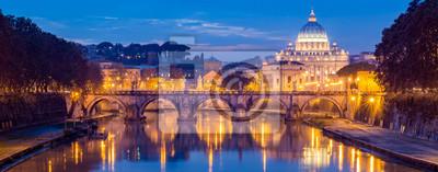 Poster Vatikanstadt, Rom, Italien, Schöne lebendige Nacht Bild Panorama des Petersdoms, Ponte Sant Angelo und Tiber River in der Abenddämmerung im Sommer. Reflexion der päpstlichen Basilika von St. Peter