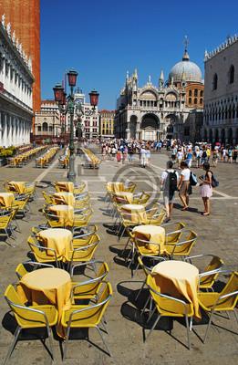 VENEDIG - 24. August: Piazza San Marco mit Campanile, Basilika Sa