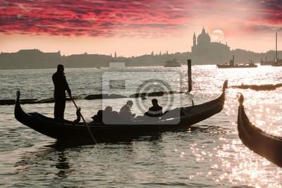 Venedig, Gondel gegen bunte sunrise, Italien