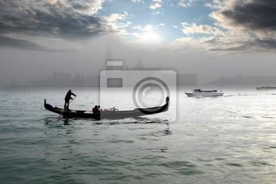 Venedig mit Gondel auf Kanal in Italien