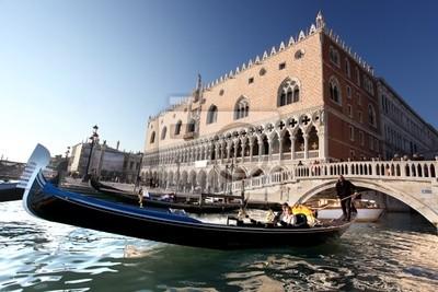 Venedig mit Gondel in Italien