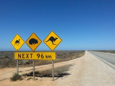 Poster Verkehrsschild Weiter 96 km im Outback, Australien