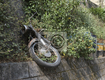 Verlassene ruiniert Motorrad