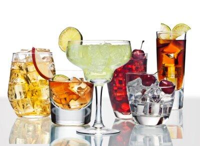 Poster Verschiedene Cocktails sind auf der Glasoberfläche.