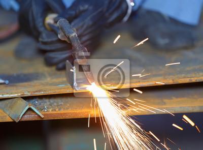 Verwendung Arbeiter Acetylen Fackel Um Das Schneiden Von Metall