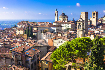 Wahrzeichen von Italien - schöne mittelalterliche Stadt Bergamo, Lombardei,