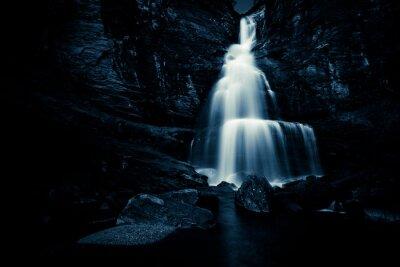 Poster Wasserfall in der Nacht