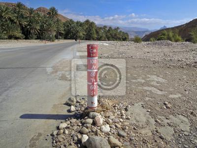 Wegweiser in Oman - überflutete Straße