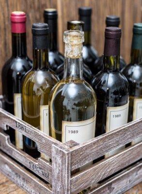 Poster Weinflaschen in einer Holzkiste.