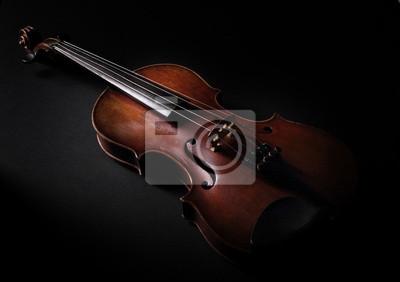 Weinlese-Violine auf dunklem Hintergrund