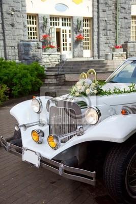 Weiss Vintage Hochzeit Auto Mit Blumen Geschmuckt Wandposter Poster