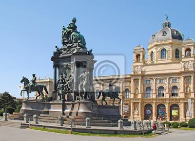 WIEN - AUGUST 8: Maria-Theresien-Den kmal - Maria Theresia m