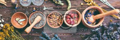 Poster Wilde Kräuter unterschiedliche Versammlung der medizinischen alternativen Behandlungs-hölzernen Hintergrund-Weinlese-ländlichen Art