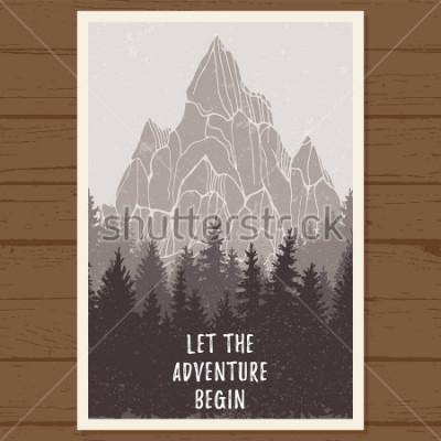 Poster Wildes Nadelwaldplakat mit Berg; kiefer, landschaft natur, holz naturpanorama; Outdoor-Abenteuer-Camping, Wandern, Tourismus, Designvorlage; Hand gezeichnete Vektorillustration